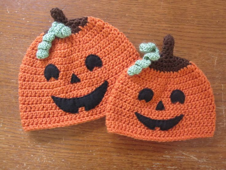 There is less than a week till Halloween and I still have not carved a pumpkin. I'm wondering if all the Jack-O-Lantern hats I've made will count. :)There are tons of pumpkin hat patter…