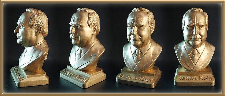 Helmut Kohl Version color gold #bundeskanzler #kanzler #bust #art #sculpture #figure #kohl