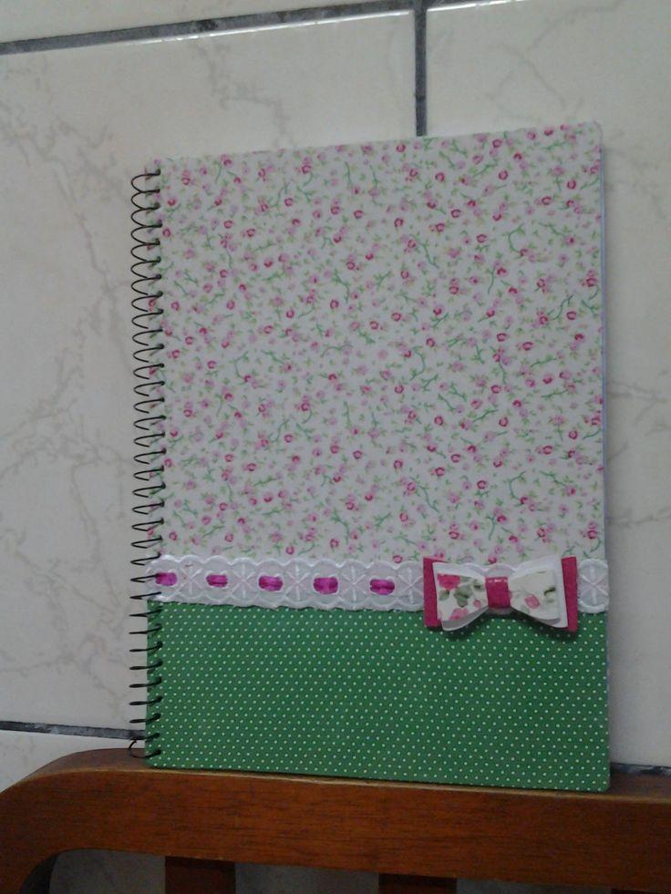 Caderno Universitário decorado com tecido.