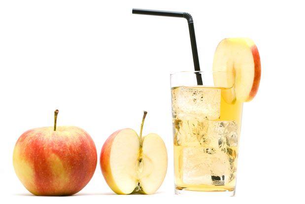 DIURÉTICO  Ingredientes: - 1 maçã (com casca)  - 200g Abacaxi (picado)  - 15g Gengibre  - 100 ml água filtrada  - gelo filtrado  - açúcar ou adoçante a gosto Modo de preparo:  Misture os 200g de abacaxi picado com maçã e gengibre. Acrescente a água filtrada até perceber a consistência que deseja do suco. Sirva com gelo e adoçado a gosto.