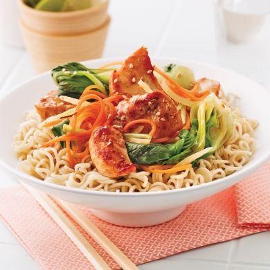 Redécouvrez les nouilles ramen dans ce plat qui met saveurs et couleurs à l'honneur!