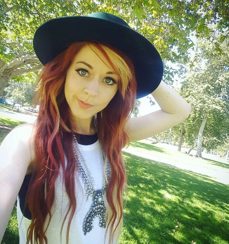 Get a Bath&Body coupon to look as good: http://dealz.space/bath-and-body-coupon Lindsey Stirling