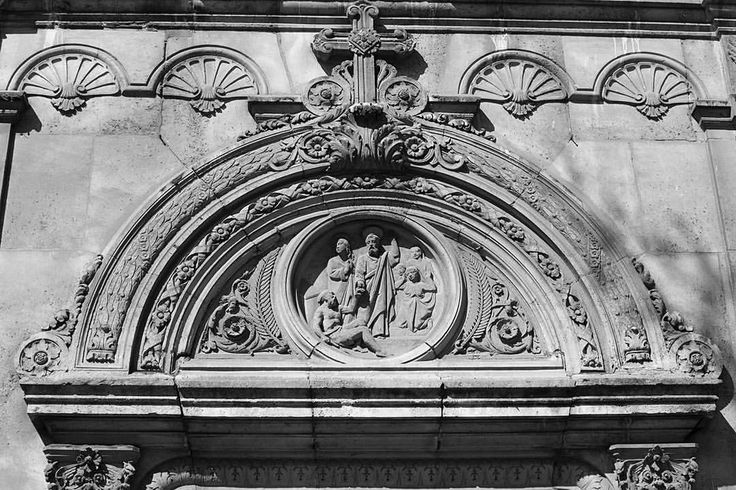 Building Arch - Paris - France  #paris #parisphoto #travel #instatravel #photo #photogrid #photooftheday #photography #blackandwhite #monochromatic #nikon #nikontop #nikonphotography  See more on eyeondublin.org