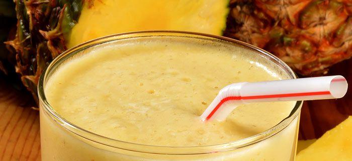 Een superlekkere smoothie ananas, peer en banaan. Lekker op eenw arme dag!