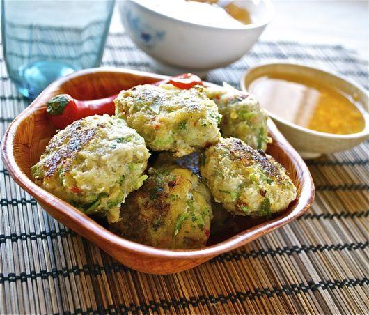 Recetas de cocina: Pastelitos de pescado con salsa estragón