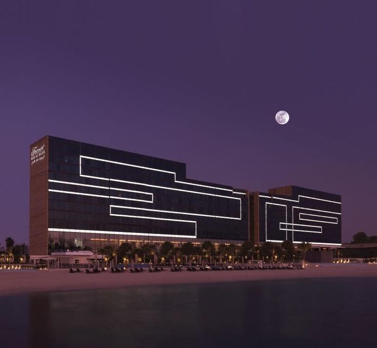 Das Fairmont Bab Al Bahr ist eines der modernsten Hotels in Abu Dhabi. Es überzeugt mit zeitgenössischem Design und einem Panoramablick aus den geräumigen Zimmern. http://www.ewtc.de/Arabische-Halbinsel/Abu-Dhabi/Hotel/Fairmont-Bab-Al-Bahr.html