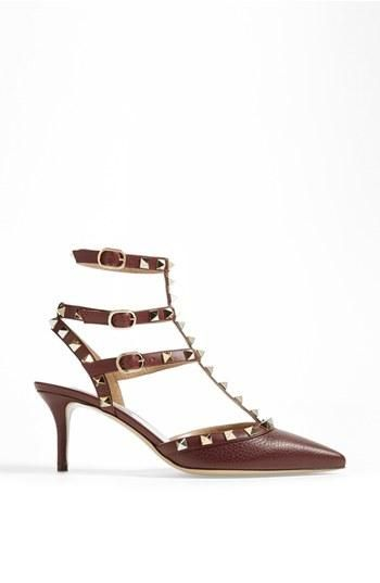 What a stud! Valentino pump.