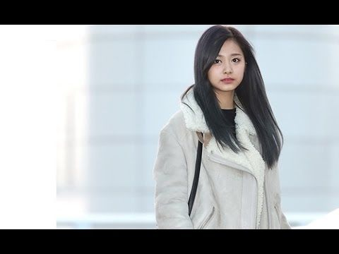 So Cute !!! Twice's Tzuyu Airport Fashion with Coat and Jacket