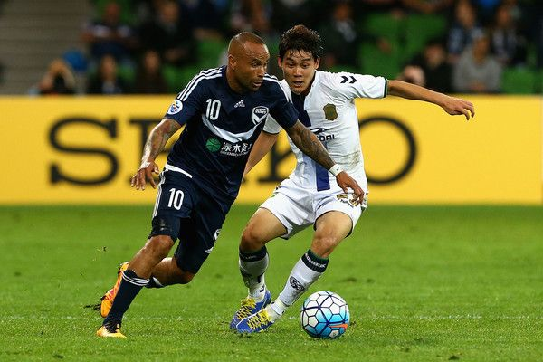 Archie Thompson Photos Photos - Archie Thompson of Melbourne controls the ball during the AFC Champions League match between the Melbourne Victory and Jeonbuk Hyundai Motors at AAMI Park on May 17, 2016 in Melbourne, Australia. - AFC Champions League - Melbourne Victory v Jeonbuk Hyundai Motors