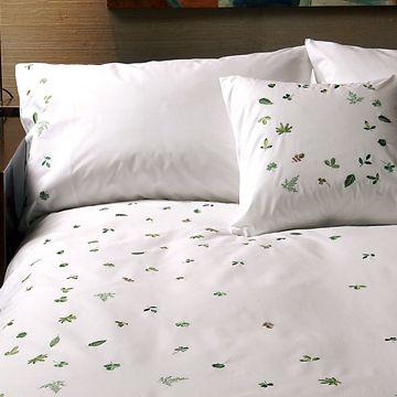 MARGARET MUIR/掛け布団カバー Little Leaves シングル 7350yen 繊細な刺繍で気品溢れる掛け布団カバー