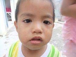 ある時、佐々木さんの発案で、「自分の一番好きなもの」というテーマで子供たちは写真を撮った。そして出来上がった写真には、子供たちの友達や家族といった身近な人、子供によっては自分自身が写されていた。- JBpress | 貧困と希望:スラムの子供たちが写した世界 経済発展の陰で生きるカンボジアの子供たちが得た「表現することの面白さ」