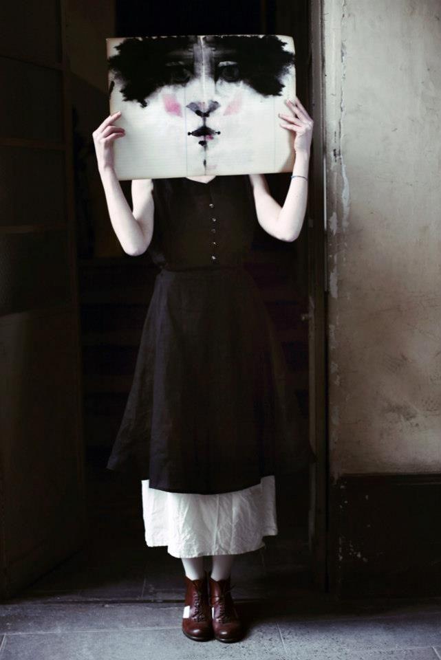 Valeria emoziona sempre, con le fotografie, con le sue parole a cui vi lascio direttamente, senza dirvi altro per non rovinare tutto :  Un abito pu�