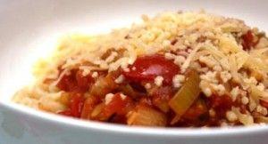 Dit vegetarische pasta gerecht kan zowel met macaroni, spaghetti, penne en dergelijke pasta soorten gemaakt worden. In dit recept hebben wij gekozen voor macaroni. Dit recept is voor 4 personen en de bereidingstijd is 20 minuten. Ingrediënten: - 500 gram...