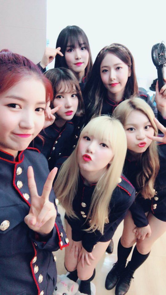 Gfriend Performing at Music Core - Goodbye Stage Backstage Cr: Twitter @Heize