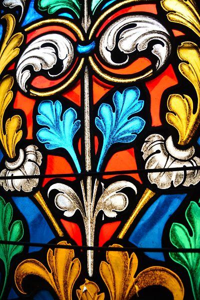 Particolare della vetrata nella chiesetta S. Giorgio