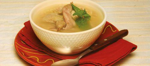 Receita de Canja de codorniz. Descubra como cozinhar Canja de codorniz de maneira prática e deliciosa com a Teleculinaria!