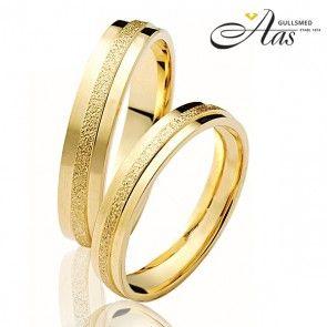 Forlovelsesringer fra OREST, 3,5 mm gult gull.  #orest #forlovelsesringer  #gullsmed  #gifteringer  #salg #norge  #trondheim  #spitsbergen  #nettbutikker #billige  #forlovelsesringer  #diamantring  #Smykker