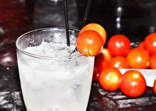 hot tomato vodka cocktail. intriguing.Cocktail Recipes, Tomatoes Cocktails, Food Republic, Hot Tomatoes, Tomatoes Vodka, Drinks, Food Recipe, Cocktails Recipe, Vodka Cocktails