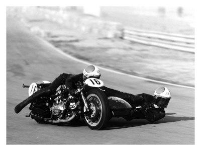 Resultados de la Búsqueda de imágenes de Google de http://cache2.allpostersimages.com/p/LRG/10/1020/D7NW000Z/posters/moto-ducati-sidecar-motorcycle-race.jpg