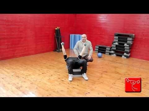 Come potenziare spalle e deltoide: esercizi da fare in casa senza andare in palestra