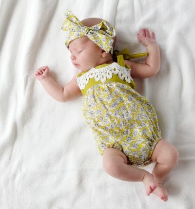 Free boho baby romper sewing pattern and tutorial // Nyakba kötős baba napozó (rugi) - babaruha szabásminta // Mindy - craft tutorial collection