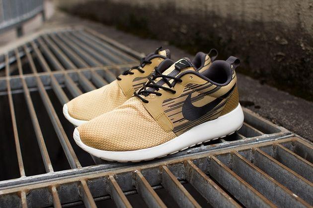 Nike Roshe Run Hyperfuse Magista Black Gold Volt Turquoise