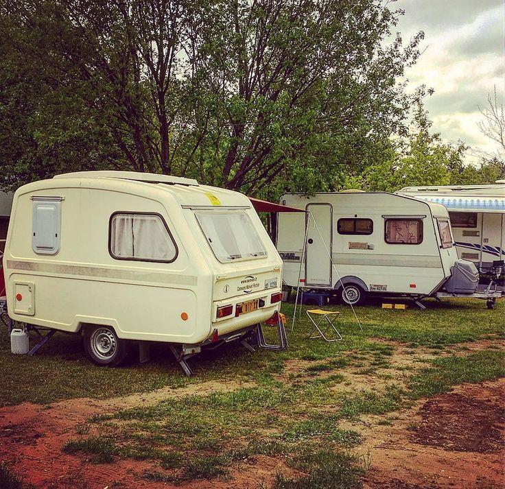 Il campo base è pronto! #happylittlecaravan #caravan #smallcaravan #vintagecaravan #roulotte #smallroulotte #martha #vintageroulotte #camping #vintage #campeggio #montisibillini #montevettore #marche #campingvettore