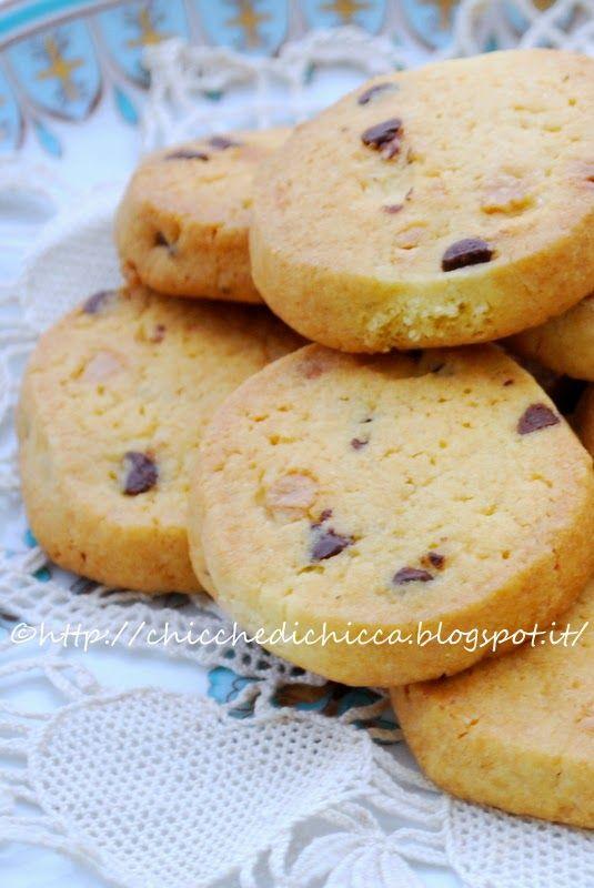 Questi biscotti sono diventati un must della mia cucina, i fratellini acquisiti di mio figlio Jacopo li adorano ed io tutte le volte che...