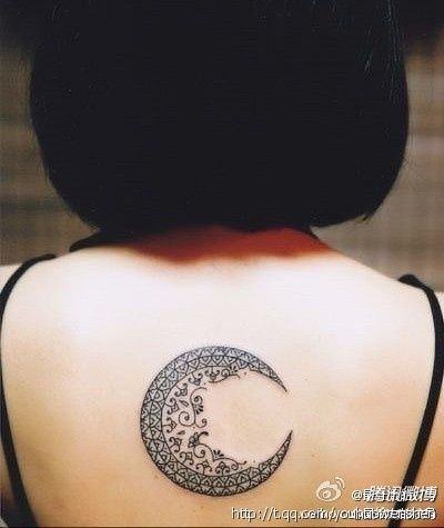 Love! I have a tribal sun on my back.....would love to augment it w/the henna design  then get this half moon right next to it. So cool.