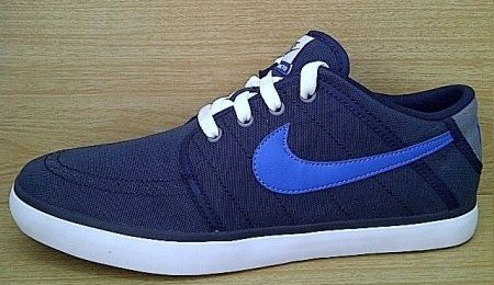 Kode Sepatu: Nike Suketo Navy Blue  Ukuran Sepatu: 40.5 Harga: Rp. 560.000,- Untuk pemesanan hub 0831-6794-8611
