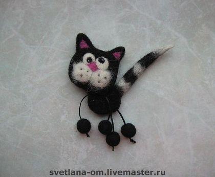 """Купить Валяная брошь """"Кот черно-белый"""" - валяная брошь, кот черый, коты"""