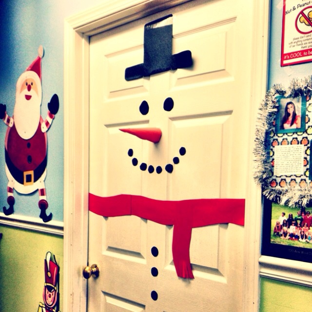 cute idea to do with your door during Christmas time!