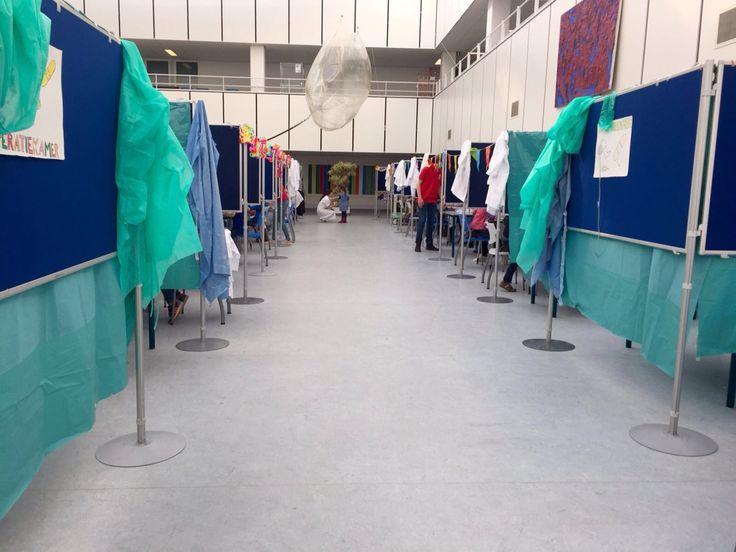 Bezoek AZM Maastricht met kleuters .Project Berenziekenhuis georganiseerd door eerstejaars geneeskunde studenten.