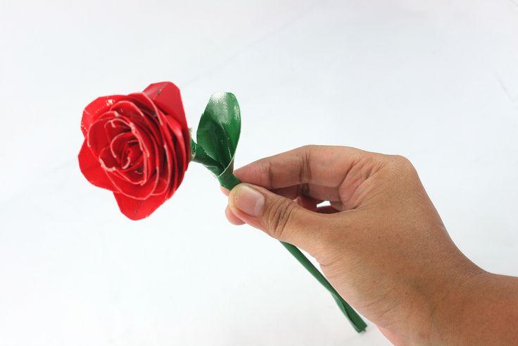 Cómo hacer rosas con cinta adhesiva. #MWMaterialsWorld #cintaadhesiva #manualidades #manualidadesflores #rosacintaadhesiva
