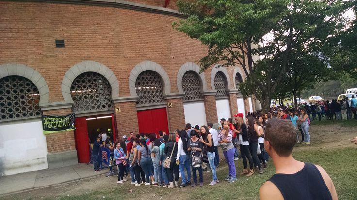 Ya casi adentro #Calle13Medellín #AguanteCalle13