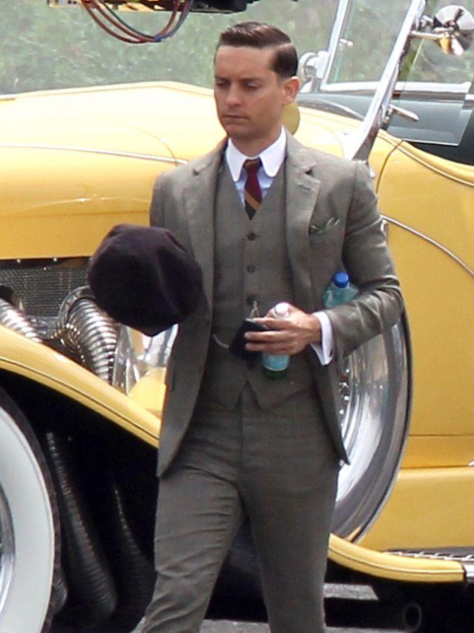 Leonardo DiCaprio Tobey Maguire film The Great Gatsby in ...  Leonardo DiCapr...