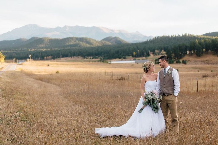 Destination weddings come in all shapes and sizes. They are customized to fit the specific interests and needs of each couple to help them celebrate their special day in an incredible way at a beautiful location! Since I have a Colorado wedding coming up in August - here are six tips to help you plan a destination wedding in Colorado Springs! #linkinbio #coloradowedding