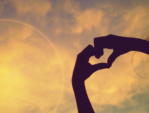 La vida es corta, vívela. El amor es raro, atrápalo. El miedo es horrible, enfréntalo. Los recuerdos son dulces, aprécialos. www.twinshoes.es