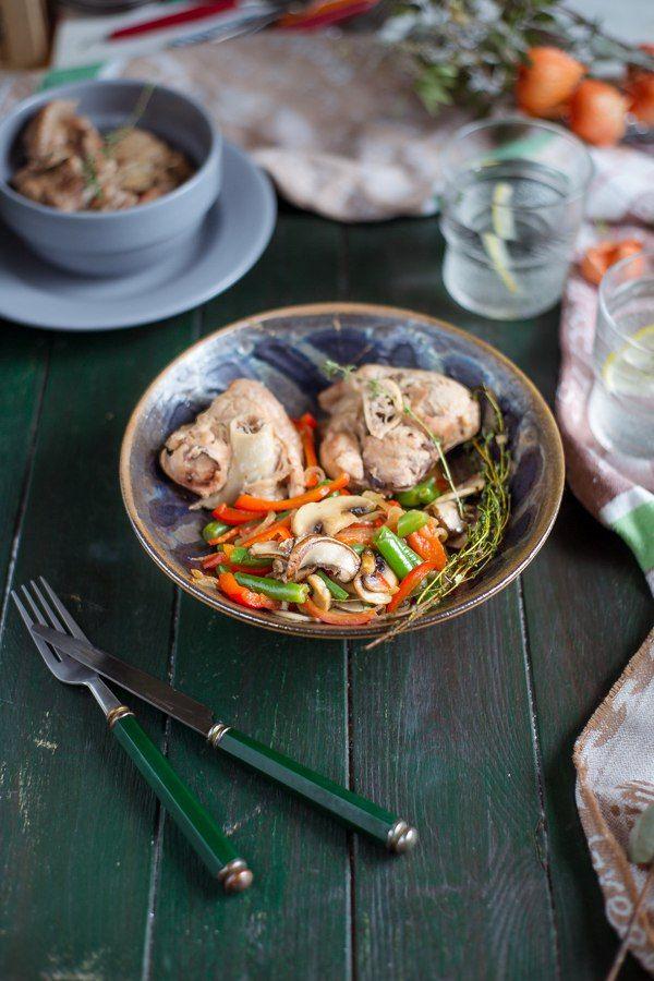 Нарезка из индейки «оссобуко»  Оссобуко – это в буквальном значении «дыра» и «кость». Традиционно такое блюдо готовили в Италии из говядины, где в разрезе можно было съесть костный мозг. Варили…