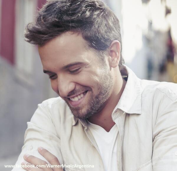 Si con tu voz me enamoras, porfa no me sonrías que me da un infarto jaja <3