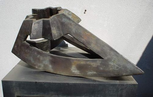 Paul Neagu, Monolith Figure