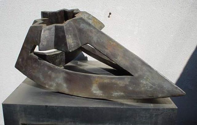 Paul Neagu, Monolith Figure