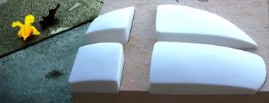 Cruz calada en mármol blanco