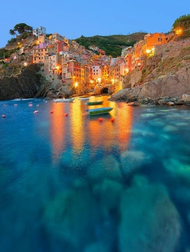 Les plus belles destinations d'Italie - Riomaggiore partez en voyage maintenant www.airbnb.fr/c/jeremyj1489