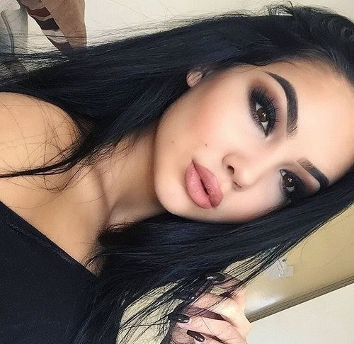 Dark Shadow + Neutral Lip - Smokeshow Makeup Ideas Perfect For A Night Out - Photos