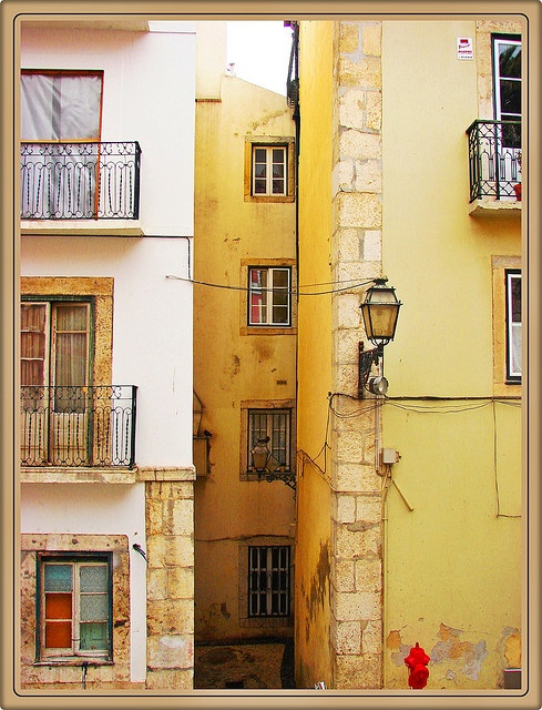 ALFAMA, LISBOA, Portugal by Bronzatti, via Flickr