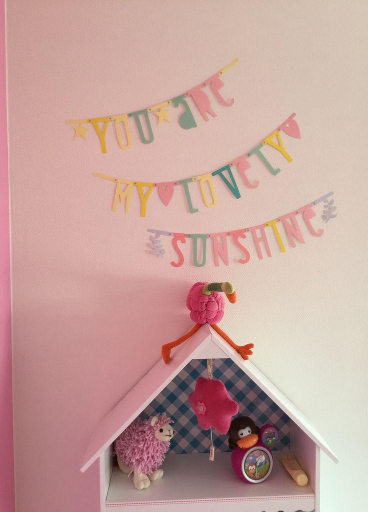 Leuke banner! Mooie pastel kleurtjes, tekst, en plakken maar waar je wilt! Deze hangt bij mijn dochter op haar kamertje