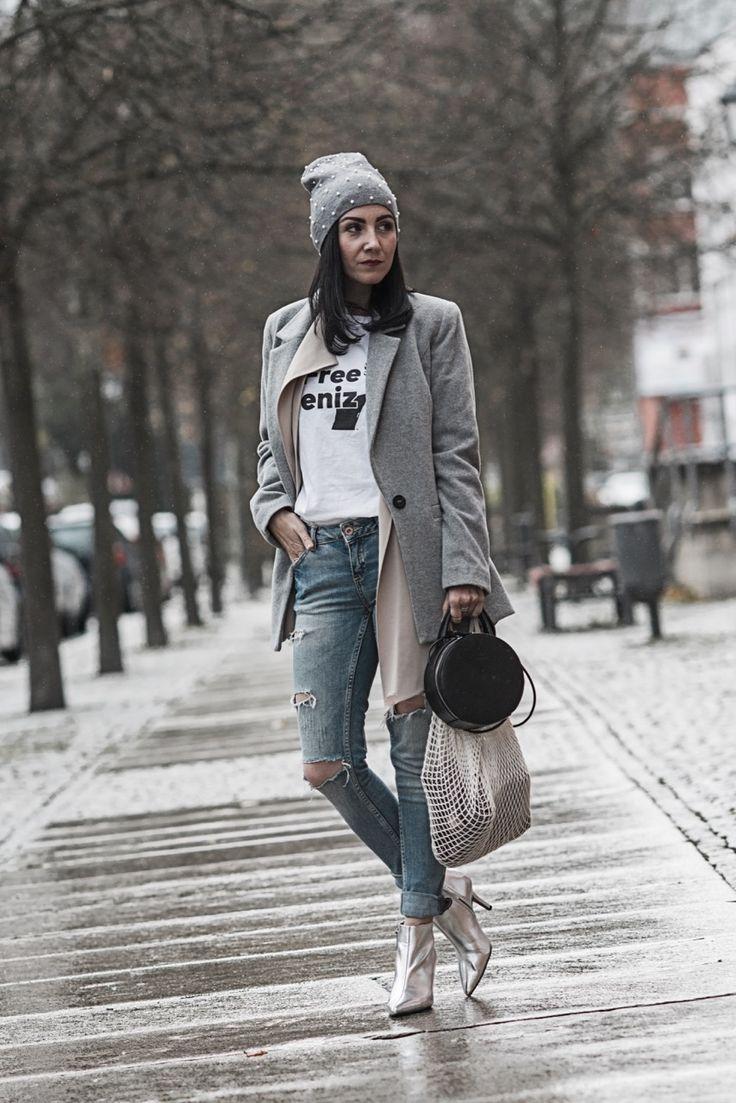 Petite Fashion - wie Kleidung größer mogeln kann   Outfit mit Wollblazer, Metallic Boots, Einkaufsnetz und Mütze mit Perlen   Ootd, Outfit, Styling, Fashion Blogger   Julies Dresscode Fashion Blog   https://juliesdresscode.de