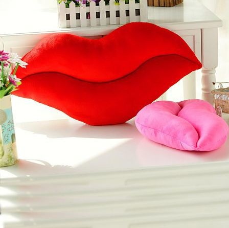 K-waii - Cojín Beso http://www.regalitolindo.cl/product/139284/cojin-beso