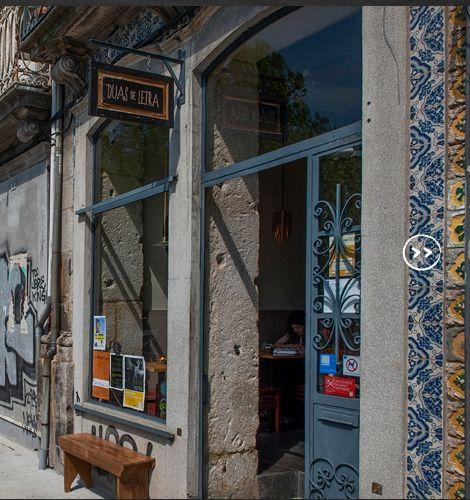 ...Boas recuperações de edifícios. uas de Letra é uma cafetaria-galeria que implicou a reabilitação de um prédio oitocentista e instaigou a dinamização da baixa leste do Porto.